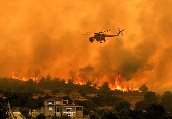 Cháy rừng tiếp tục hoành hành ở các nước châu Âu