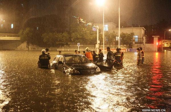 Bắc Kinh hỗn loạn vì trận mưa lớn nhất trong lịch sử hơn 60 năm