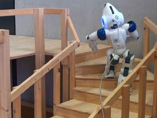Video: Robot hình dáng người leo cầu thang xoắn