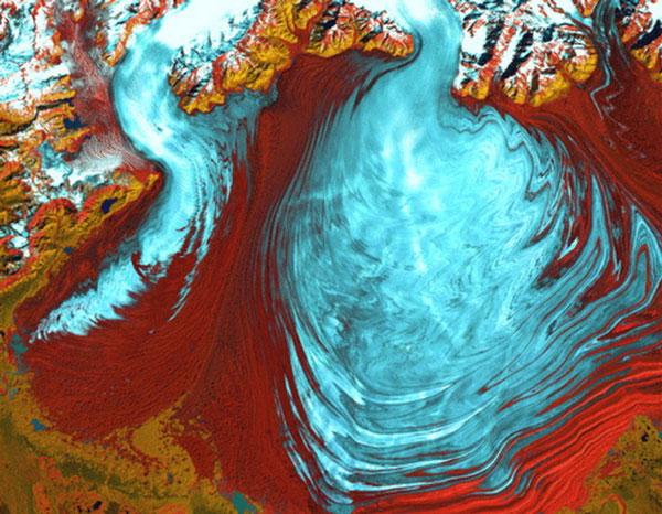 Sông băng Malaspina ở Alaska nhìn từ trên cao như một tác phẩm nghệ thuật