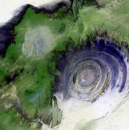 Kết cấu Richat ở Mauritania (châu Phi) - một kết cấu địa chất kỳ lạ hình thành từ quá trình xói mòn của một vòm núi lửa