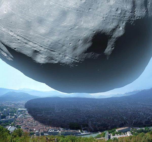 """Mặt Trăng lớn nhất của Sao Hỏa """"đè bẹp"""" một thành phố"""
