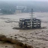Video: Nước lũ cuộn cuồn ở Tứ Xuyên, Trung Quốc