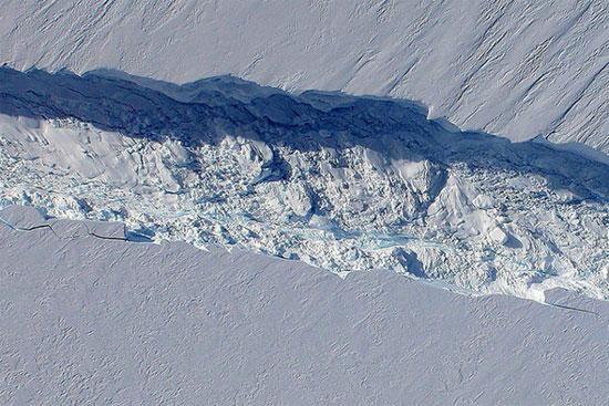 """Phát hiện tảng băng trôi  """"khủng"""" ở Nam Cực"""