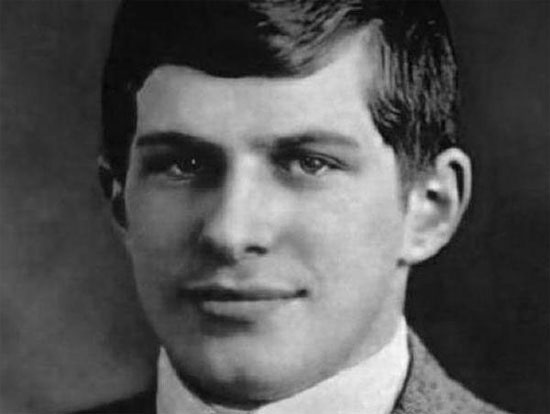 William tốt nghiệp Harvard năm 16 tuổi.