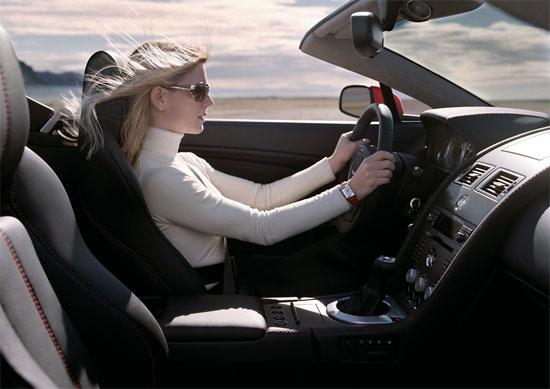 Xe hơi theo dõi sức khỏe của tài xế
