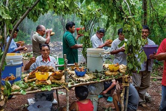 Ngày nay, những cư dân của ngôi làng Yaxuná - khu vực gần nhất với thành phố Itza chuyển qua sử dụng dê và gà để thờ cúng Thủy thần thay vì người như trước.
