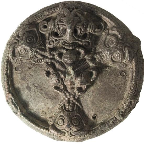 Phát hiện trang sức vàng từ 13 thế kỷ trước