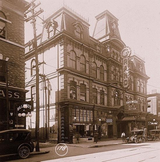 Grand Opera House (Toronto) - một nhà hát từng thuộc sở hữu của Ambrose Small