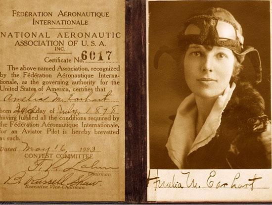 Nữ phi công Amelia Earhart