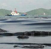Dầu loang tấn công bờ biển đảo du lịch Thái Lan