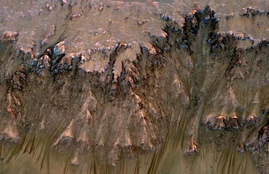 Phát hiện các dấu hiệu nước chảy trên sao Hỏa