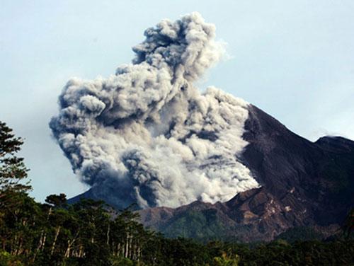 Núi lửa Indonesia phun trào