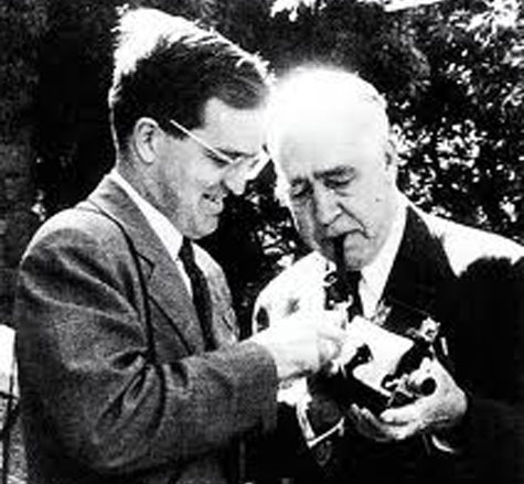 Hai cha con, hai lý thuyết, hai giải Nobel