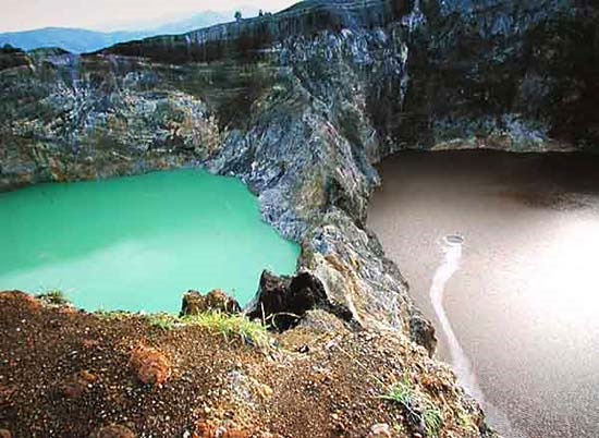 Hồ đổi màu ở Indonesia