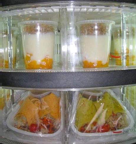Máy tự động phục vụ bữa ăn cho học sinh