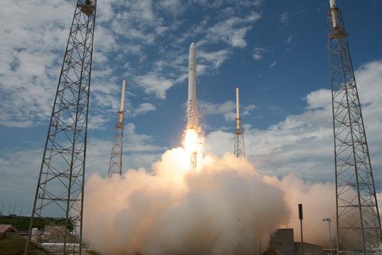 Chuẩn bị phóng tàu vũ trụ tư nhân đầu tiên lên ISS