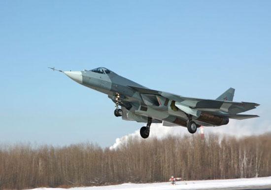 Máy bay chiến đấu tàng hình đời mới Sukhoi T-50 của Nga tại triển lãm MAKS 2011.