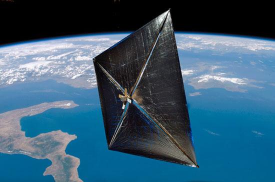 Buồm mặt trời NanoSail-D của NASA trên vũ trụ.