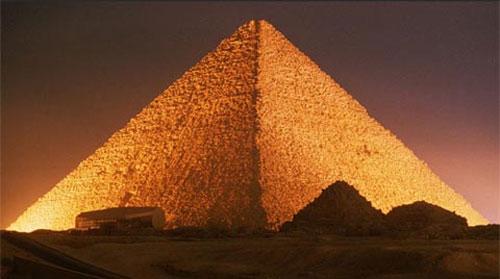 Các kim tự tháp Giza do nô lệ xây dựng