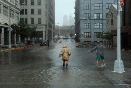 Đường phố ở quận Brooklyn, New York, ngập nước. (Ảnh: AFP)