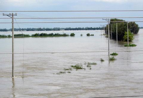 Đảo Phú Quốc ngập nặng, lũ miền Tây dâng cao
