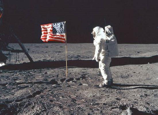 Armstrong hồi tưởng lại chuyến đi trên Mặt Trăng