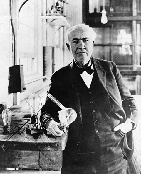 Đối với trường hợp bóng đèn, ai mới là người thực sự phát minh ra thiết bị chiếu sáng này?