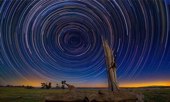 Ông đã ghi lại những sơ đồ đường đi mà các vì sao trên bầu trời gần hồ Lake Eppalock, Bendigo, Úc đã di chuyển.