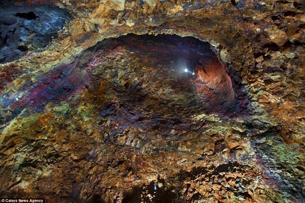 Bên trong núi lửa 4.000 năm tuổi