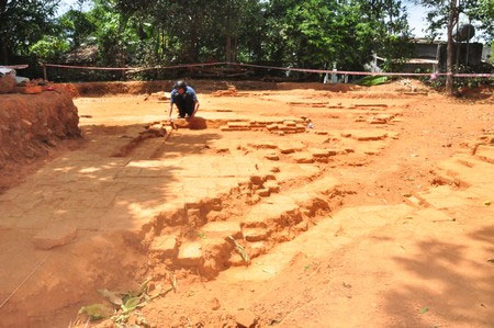 Nền móng của một tòa tháp Chăm Pa có niên đại khoảng 1.000 được phát lộ