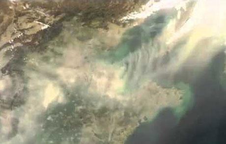 Bụi trong bầu không khí ở khu vực Bắc Mỹ trong một bức ảnh do vệ tinh nhân tạo chụp.