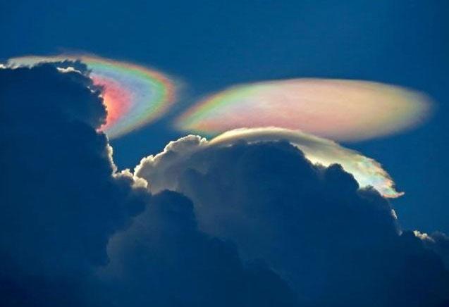 Cảnh tượng mây ngũ sắc vừa xuất hiện ở Mỹ.