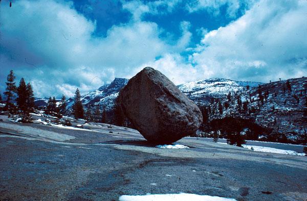 Tảng đá kỳ lạ tại công viên Yosemite