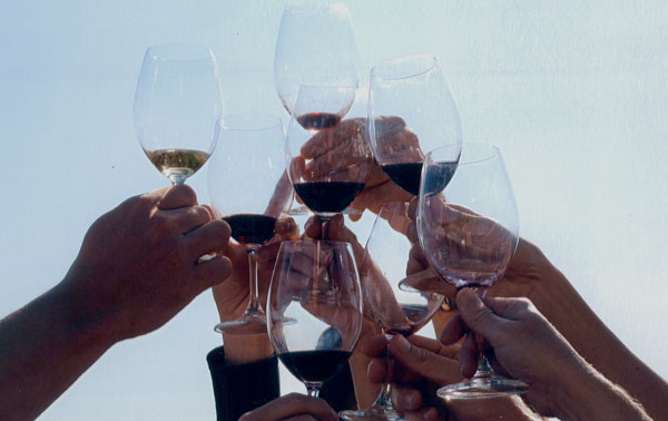 Uống rượu giúp ngừa loãng xương