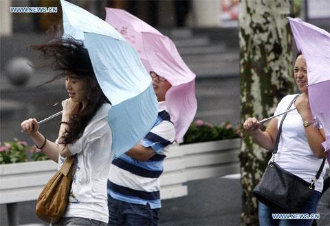 Hình ảnh bão Haikui đổ bộ vào Trung Quốc