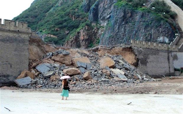 Một đoạn của Vạn Lý Trường Thành đi qua tỉnh Hà Bắc, miền bắc Trung Quốc sụp đổ.