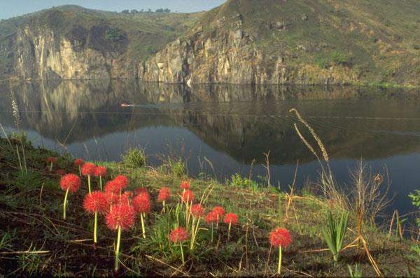 Đây là một trong những hồ núi lửa đẹp nhất thế giới