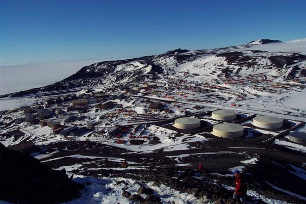 Giải cứu một nhà khoa học đang bị ốm ở Nam Cực