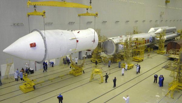 """Nga """"bỏ rơi"""" tên lửa Proton-M"""