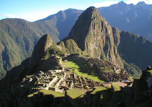 Máy bay không người lái vẽ bản đồ phế tích Peru