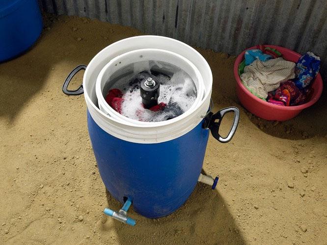 Máy giặt chạy bằng sức người