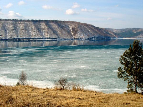 Khai mạc diễn đàn về bảo vệ hệ sinh thái hồ Baikal