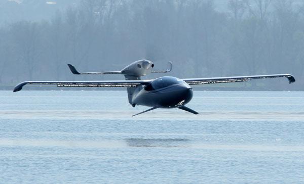 Siêu phi cơ chạy trên cả đất và nước