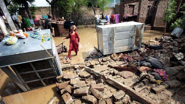 Ngôi nhà bị phá hủy sau mưa lớn ở Nowshera, Pakistan ngày 22/8.