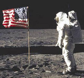 Những điều ít biết về nhà du hành đầu tiên lên mặt trăng