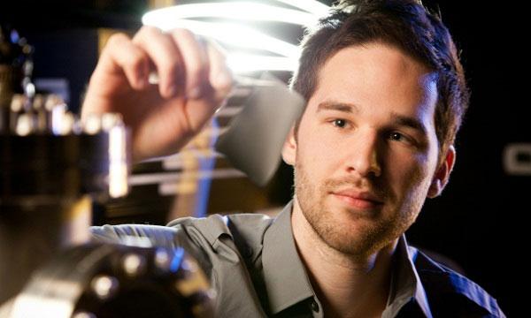 Giáo sư David Carroll và vải năng lượng Power Felt