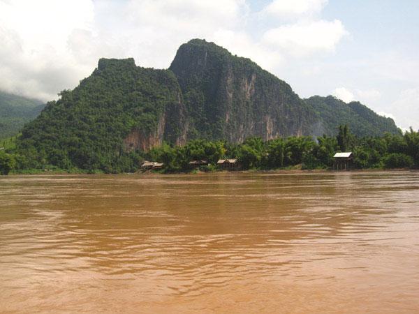 """Đập sông Mekong """"ảnh hưởng bữa ăn của hàng triệu người"""""""