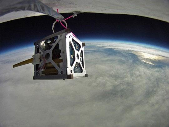 Chế tạo vệ tinh từ smartphone