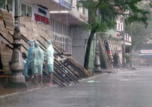 Bão đổ bộ Quảng Ninh